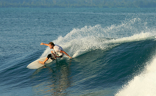 surfer cutting and turning